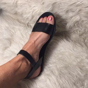 Super cute Steve Madden donddi sandals
